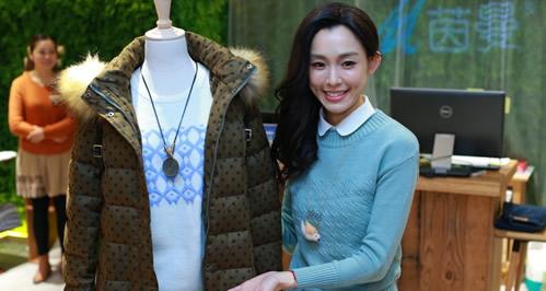 茵曼女裝代言人范瑋琪親臨上海體驗店分享穿衣搭配秘籍