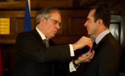 家樂福中國區總裁唐嘉年喜獲法國國家榮譽軍團勛章