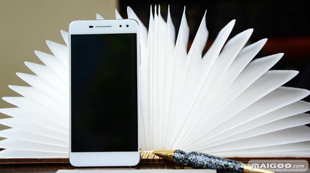 TCL 750手机发布:宛若生活从心出发