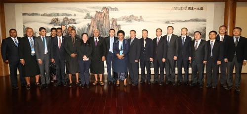 斐济共和国总理姆拜尼马拉马访问中国保利集团公司