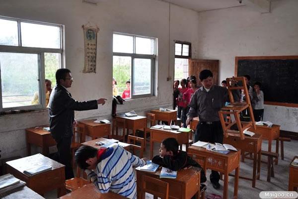 [家用音响品牌]爱浪音响献爱心 捐助山区贫困学校